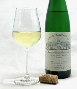 Hofgut Falkenstein Krettnacher Altenberg Riesling Spätlese trocken AP7 2017 mit Glass