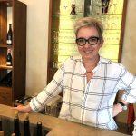Frau Marion Sailer von Weingut Knipser